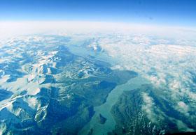 グリーンランドの東部。地表があらわになった部分が一気に増えている